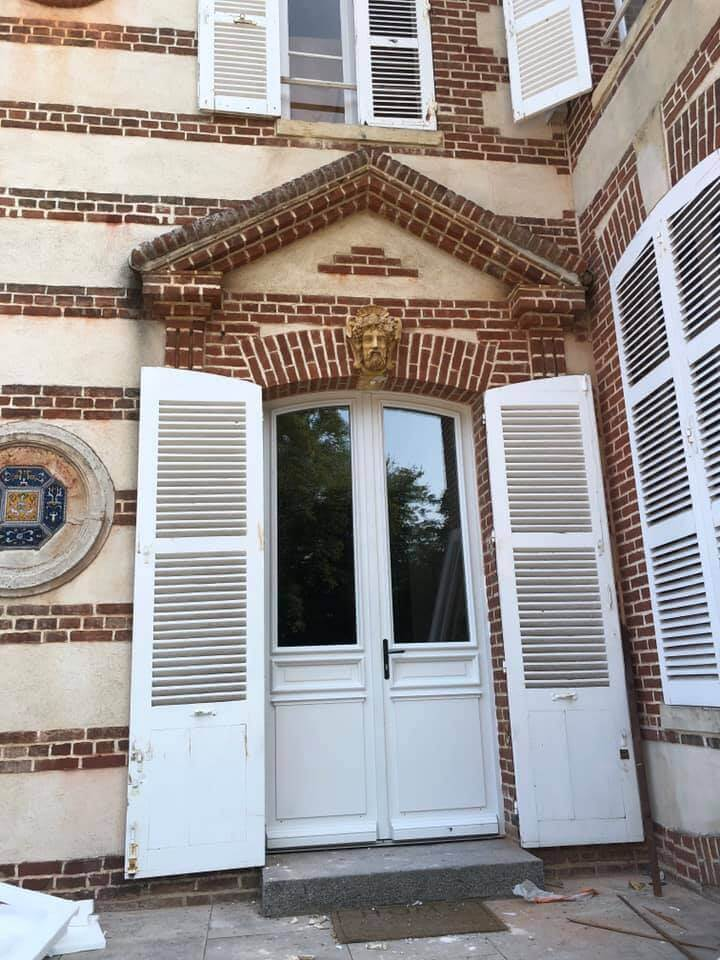 Entreprise de pose de porte bois sur mesure proche de Paris, Boulogne-Billancourt, Neuilly-sur-Seine, Saint-Germain-en-Laye, Versailles, Caen, Honfleur, Deauville, Villers-sur-Mer
