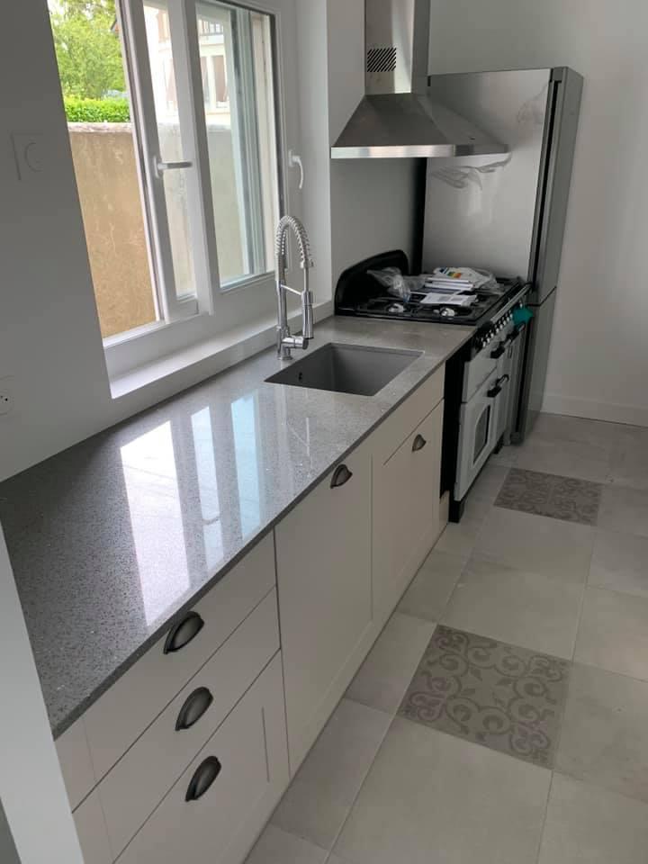 Rénovation intérieure proposé par VMA, votre spécialiste de l'habitation. Nous vous proposons nos services proche de Caen, Honfleur, Deauville, Villers-sur-Mer. Nous proposons de la pose de cuisine