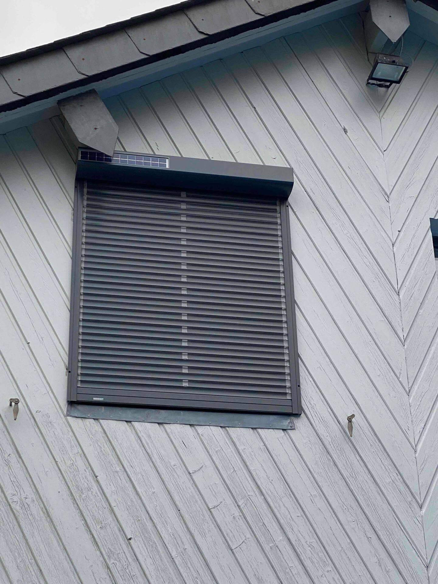 installateur de Volet roulant solaire lames orientables près de chez moi, en Normandie, Bretagne ou Ile de France
